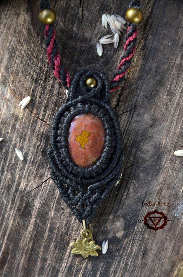 Obesek Jaspis s črno konopljino vrvico