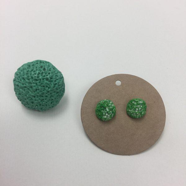 Prstan zelen okrogel z luknjicami