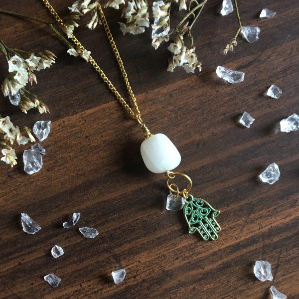 Unikatna verižica – Hamsa hand s Snow Quartz kristalom